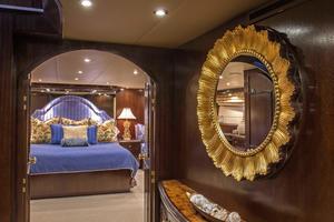 100' Hatteras 100 Motor Yacht 2001 Foyer