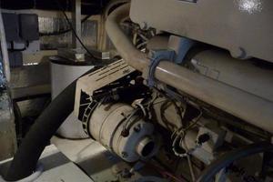 50' Navigator 5000 Classic 1998 Engine Room
