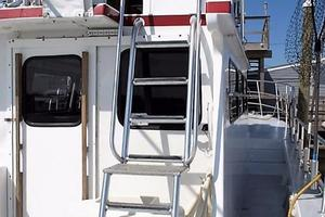 50' Custom Carman 50 Seaflex Walkaround 2001 Wheelhouse Entry