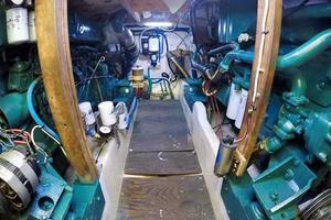 50' Custom Carman 50 Seaflex Walkaround 2001 Engine Room