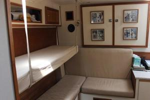41' Albemarle Express 2002 Convertible Bunks