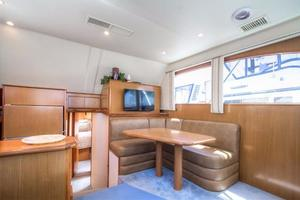 42' Post Convertible 2006 Dinette