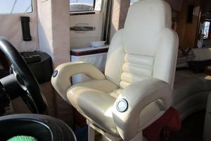 64' Sunseeker Manhattan 64 2003 Lower Helm Seat