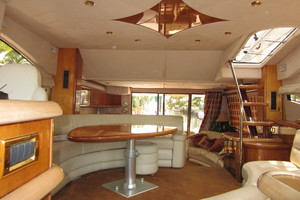 64' Sunseeker Manhattan 64 2003 Salon with NEW Headliner and Fabrics