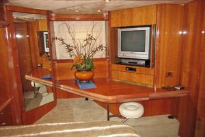 64' Sunseeker Manhattan 64 2003 Master Vanity & TV to Port