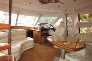 64' Sunseeker Manhattan 64 2003 Salon Forward