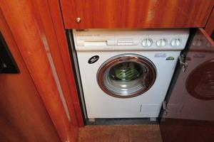 64' Sunseeker Manhattan 64 2003 Washer/Dryer