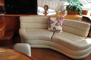 64' Sunseeker Manhattan 64 2003 Forward Port Settee