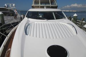 64' Sunseeker Manhattan 64 2003 Foredeck