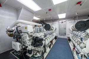 130' Westport Tri-Deck 2003 Engine Room