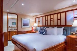 Westport-Tri-Deck-2003-Vision-Jupiter-Florida-United-States-VIP-Port-Guest-Stateroom-370654