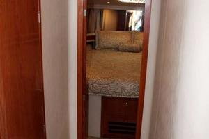 48' Sea Ray 480 Sedan Bridge 1999 Hallway to Cabins