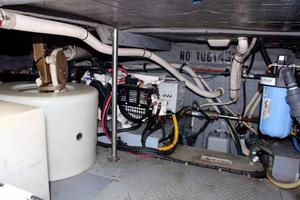 48' Sea Ray 480 Sedan Bridge 1999 Engine Room