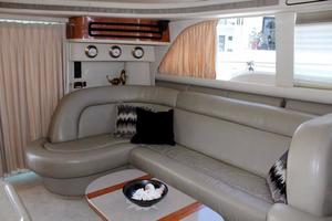 48' Sea Ray 480 Sedan Bridge 1999 Settee