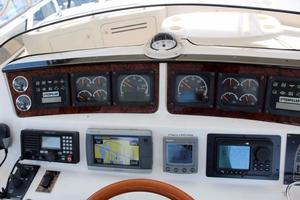 48' Sea Ray 480 Sedan Bridge 1999 Electronics