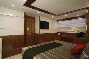 97' Horizon 97 Motoryacht with Raised Pilothouse and Skylounge 2011 Master Stateroom