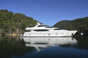 97' Horizon 97 Motoryacht With Raised Pilothouse And Skylounge 2011 Profile