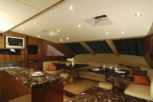 97' Horizon 97 Motoryacht with Raised Pilothouse and Skylounge 2011 Dining Area