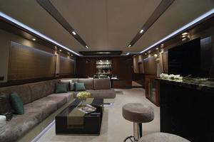 97' Horizon 97 Motoryacht with Raised Pilothouse and Skylounge 2011 Salon