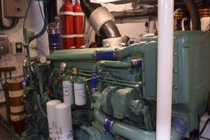 75' Burger Raised Pilothouse 1958 Detail Port Engine