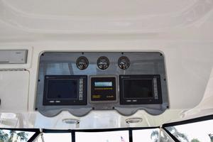 Sea-Ray-550-Sedan-Bridge-2005-March-Madness-Pompano-Beach-Florida-United-States-Flybridge-above-the-Helm-Electronics-277896
