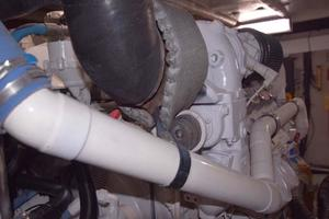 Sea-Ray-550-Sedan-Bridge-2005-March-Madness-Pompano-Beach-Florida-United-States-Engine-Room-277902