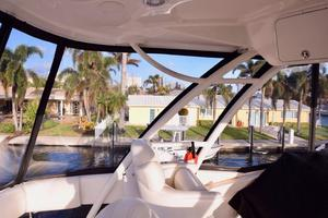 Sea-Ray-550-Sedan-Bridge-2005-March-Madness-Pompano-Beach-Florida-United-States-Flybridge-Detail-277883