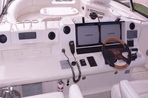 Sea-Ray-550-Sedan-Bridge-2005-March-Madness-Pompano-Beach-Florida-United-States-Flybridge-Electronics-277890