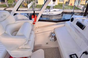 Sea-Ray-550-Sedan-Bridge-2005-March-Madness-Pompano-Beach-Florida-United-States-Flybridge-Co-Pilot-Seating-277897