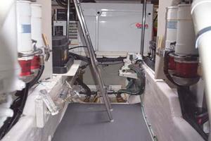 Sea-Ray-550-Sedan-Bridge-2005-March-Madness-Pompano-Beach-Florida-United-States-Engine-Room-277907
