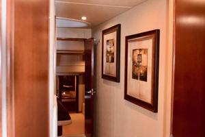 Sea-Ray-550-Sedan-Bridge-2005-March-Madness-Pompano-Beach-Florida-United-States-Hallway-Between-Guest-Rooms-277859