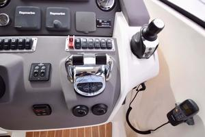 48' Azimut 48 ATLANTIS 2013 Details at Helm