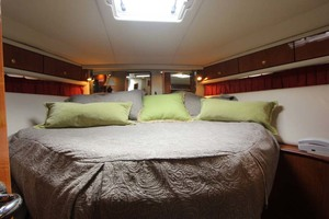 54' Sea Ray Sundancer 2001 Forward VIP Stateroom