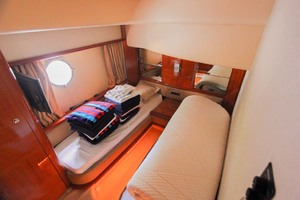 62' Azimut 62 Flybridge 2007 Two Single Beds Guest Room