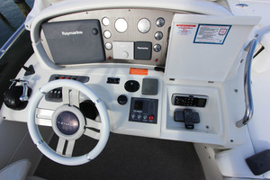 62' Azimut 62 Flybridge 2007  Helm Electronics