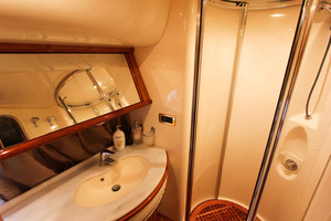 62' Azimut 62 Flybridge 2007 Master Shower
