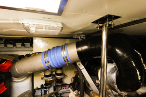 62' Azimut 62 Flybridge 2007  Engine Room
