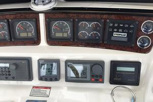 48' Sea Ray SEDAN BRIDGE 2000 Helm