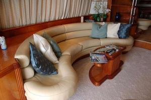 70' Azimut Sea Jet 2000 Salon Settee Port