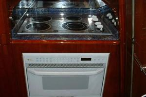 70' Azimut Sea Jet 2000 GE Stove and Microwave