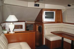 photo of Riviera-Flybridge-2004-No-Name-Curacao-Netherlands-Antilles-(NL)-Salon-Forward-924152