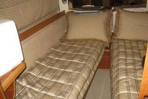 65' Viking 65 Sports Cruiser 2002 Guest