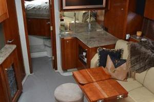 46' Cruisers Yachts 46 Express 2008 Salon Forward