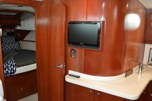 43' Chris-Craft Roamer 2003 Salon TV