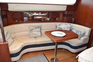 43' Chris-Craft Roamer 2003 Dinette