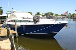 43' Chris-Craft Roamer 2003 Starboard Bow