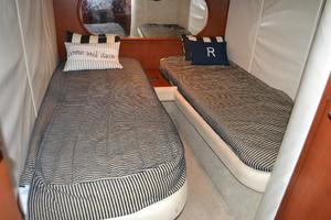 43' Chris-Craft Roamer 2003 Guest Stateroom