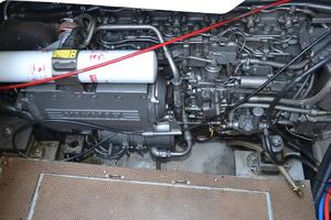 43' Chris-Craft Roamer 2003 Engine Room
