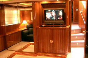 80' Sunseeker Manhattan 80 1999 Master Suite Entertainment