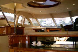 80' Sunseeker Manhattan 80 1999 Salon Looking Forward